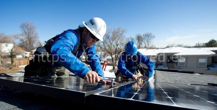 montaje sistema de energía solar